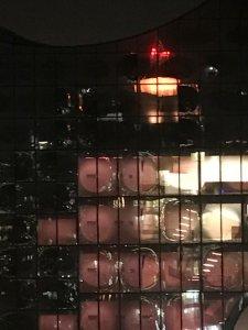Unser Büroturm mit Spiegelung in Hamburg