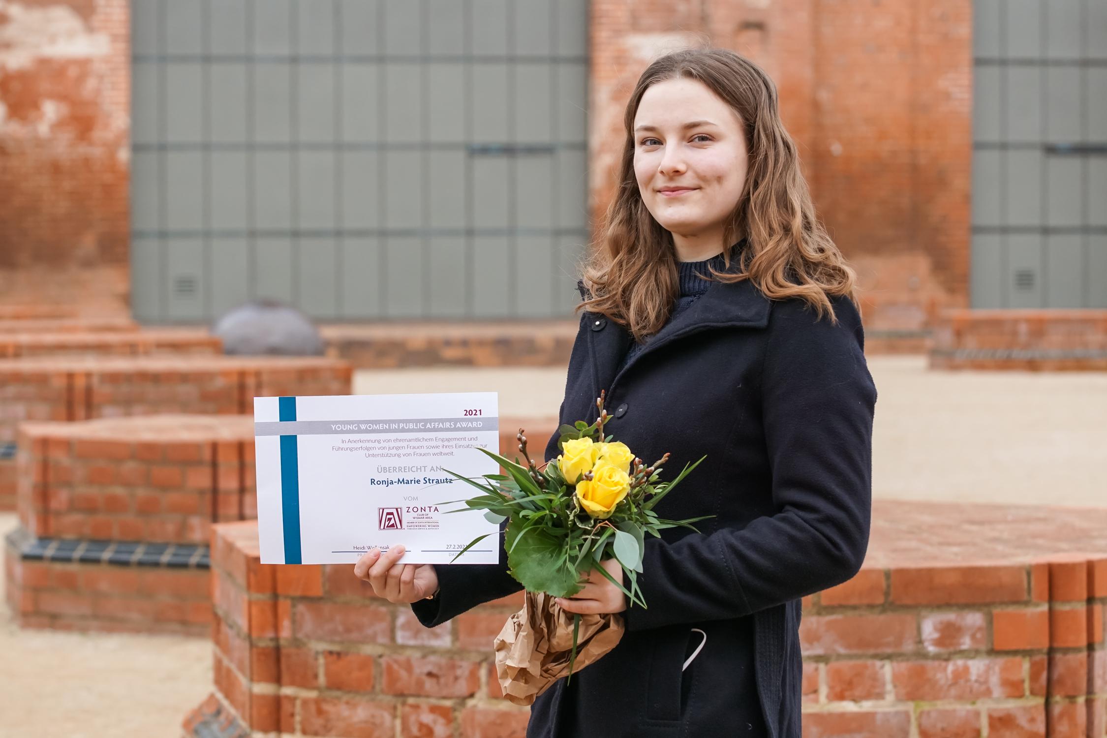 Young Women in Public Affairs -Preis 2021 für engagierte junge Wismarerin